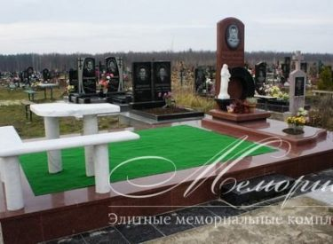 Ритуальный комплекс на нескольких захоронений (г. Житомир)